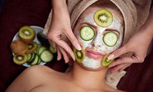 做水果面膜的护肤美女摄影高清图片