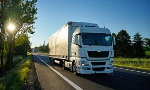 在公路上跑运输的货车摄影高清图片