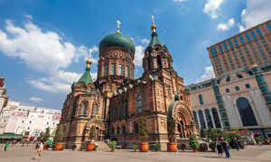 仰拍视角圣索菲亚教堂摄影高清图片
