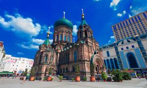 广场上的教堂建筑风光摄影高清图片