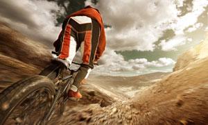 俯冲下坡的自行车车手摄影 澳门线上必赢赌场
