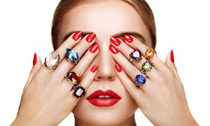 手捂住双眼的珠宝戒指美女高清图片