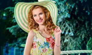 戴帽子的蓝眼红唇美女摄影高清图片