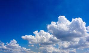蔚蓝天空中的白色云彩摄影高清图片