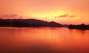 湖边夕阳美景高清摄影图片