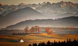 秋季草原山脉高清摄影图片