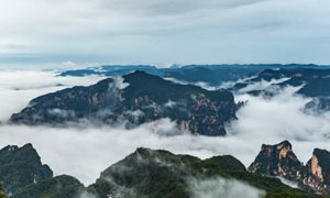 茱萸峰云海美丽风光摄影图片