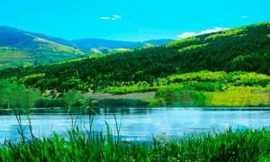 美丽山林和河流景色摄影图片