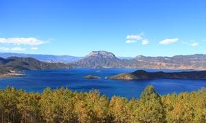 格姆女神山下的泸沽湖摄影图片