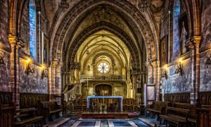 高穹顶的欧洲教堂内景摄影高清图片