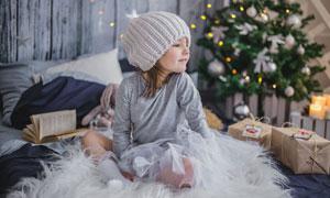 圣诞节场景中的小女孩摄影高清图片