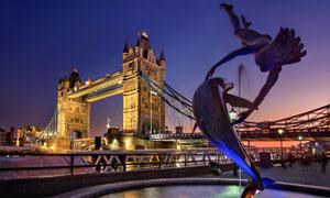 伦敦的塔桥与海豚少女摄影高清图片