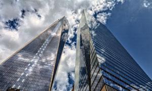 蓝天白云摩天大楼仰拍摄影高清图片