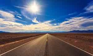 蓝天白云公路远山风光摄影高清图片