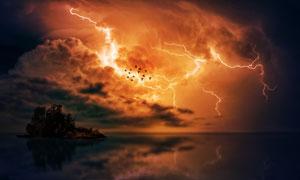 黄昏时分空中闪电景象摄影高清图片