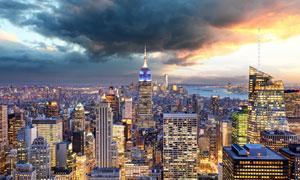 纽约曼哈顿地标建筑群夜景高清图片