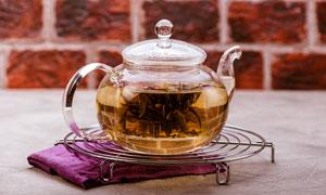 搁架上的茶壶近景特写摄影高清图片