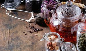花茶密封罐与茶壶特写摄影高清图片