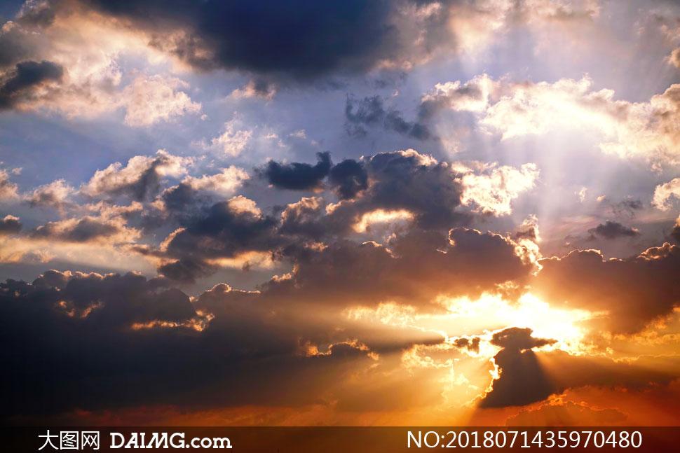 词: 高清图片大图素材摄影自然风景风光天空云彩云层多云光线阳光逆光