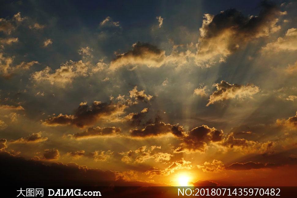 关 键 词: 高清图片大图素材摄影自然风景风光天空云彩云层多云光线