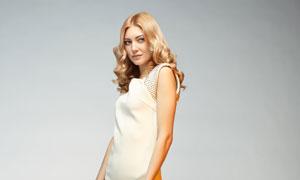 拿鲜花的金发美女模特摄影高清图片