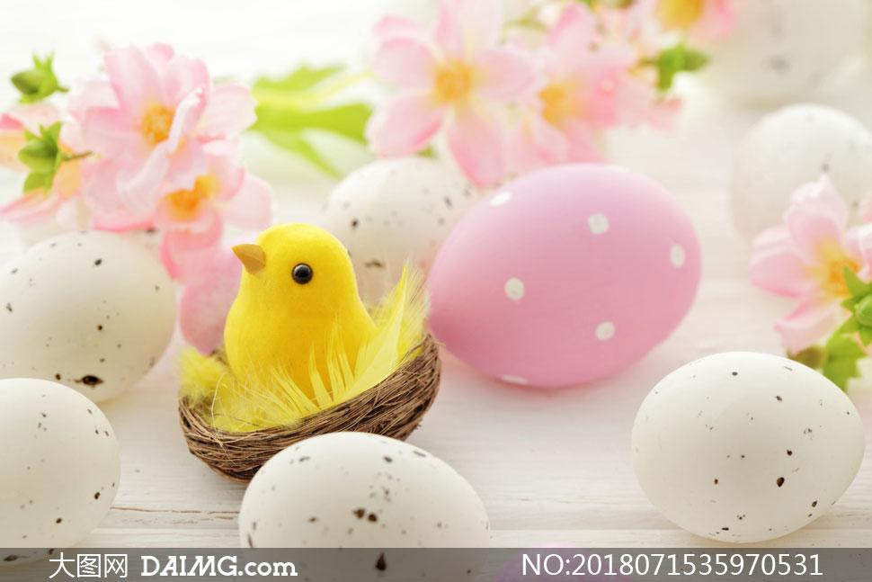 彩蛋与可爱的小鸡形象创意高清图片