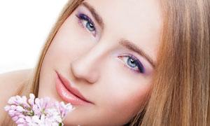 拿着一束花的长发美女摄影高清图片
