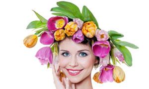 脑袋上顶着鲜花的美女摄影高清图片