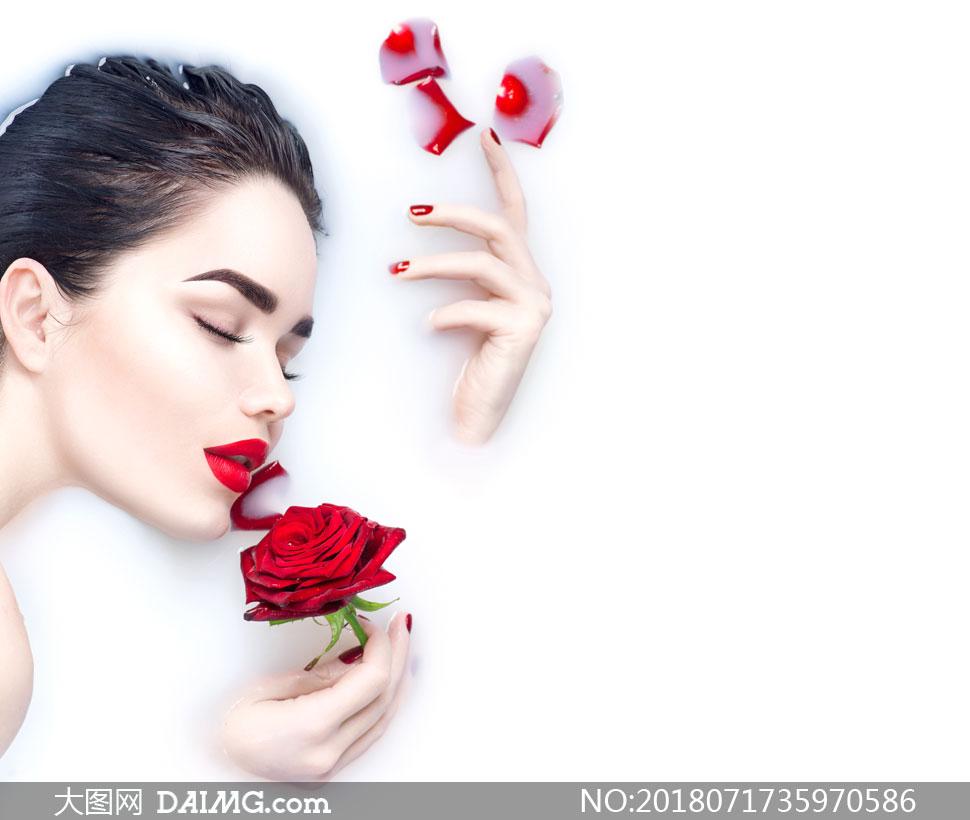 在闻着花香的沐浴图片v花香高清美女美女波图超大图片