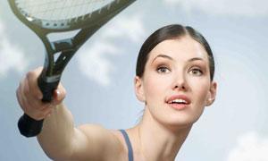 挥拍子击球的网球运动美女高清图片