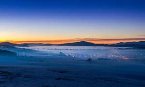 草原上的夕阳美景摄影图片