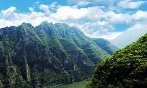蓝天下的美丽大峡谷摄影图片