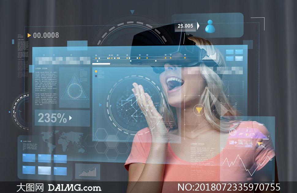 戴VR眼镜的美女人物创意高清图片
