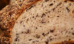 有丰富小孔的面包切面摄影高清图片