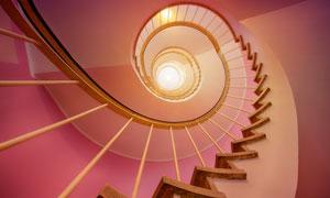 螺旋式的楼梯仰拍视角摄影高清图片