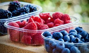 分装到保鲜盒里的水果摄影高清图片