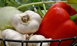 大蒜与红辣椒近景特写摄影高清图片