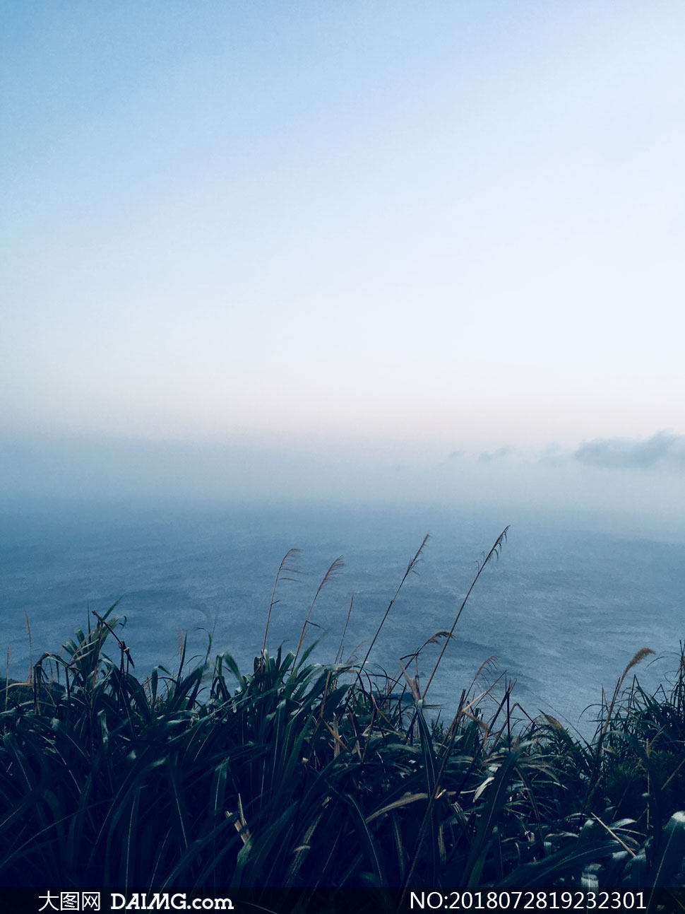 辽阔大海清晨时分风光摄影高清图片