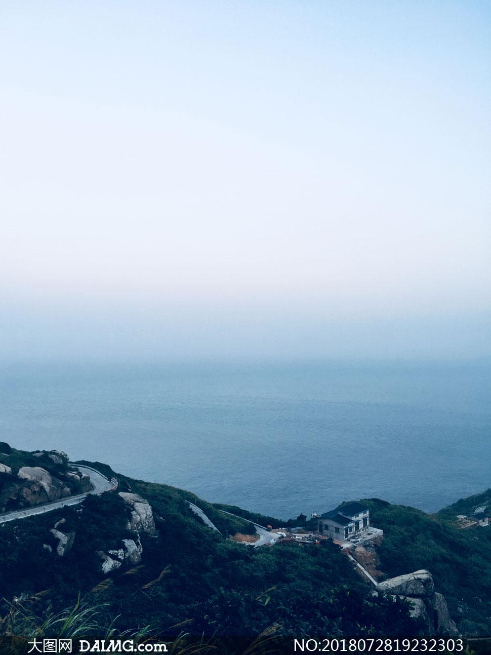 清晨大海与环岛路鸟瞰摄影高清图片
