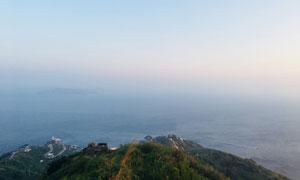岛上山顶鸟瞰大海风光摄影高清图片