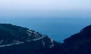 海天一色与岛上的小路摄影高清图片