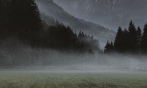 大山田地与空中的流星摄影高清图片