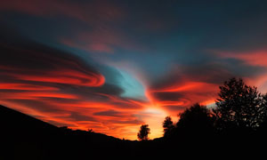 黄昏落日鲜艳瑰丽云彩美景高清图片