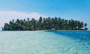 蓝天白云大海岛屿风光摄影高清图片