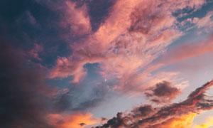 黄昏天空中的月亮云彩摄影高清图片
