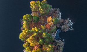 大海中孤立的岛屿鸟瞰摄影高清图片