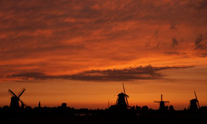 日落晚霞中的风车美景摄影高清图片