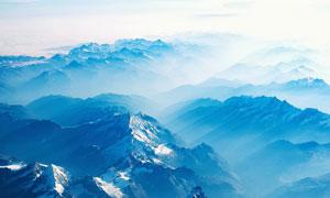 雪山云雾缭绕风光景观摄影高清图片