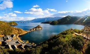 云南泸沽湖美丽全景摄影图片