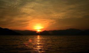 瀘沽湖夕陽美景攝影圖片
